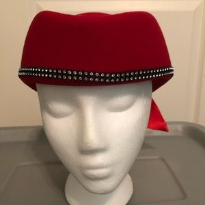 🎉 GORGEOUS 100% WOOL RED HAT 🎉